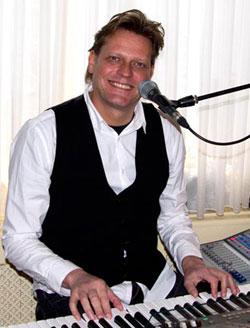Muzikant zanger pianist entertainer live muziek